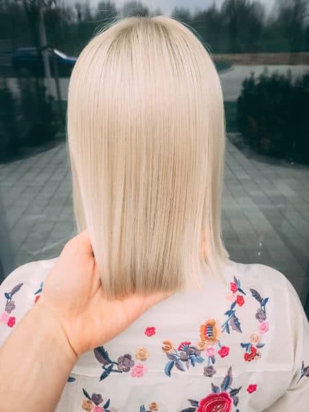 kobieca-fryzura-galeria-zdjec-chlodny-blond-sredniej-dlugosci-najlepszy-fryzjer-poznan