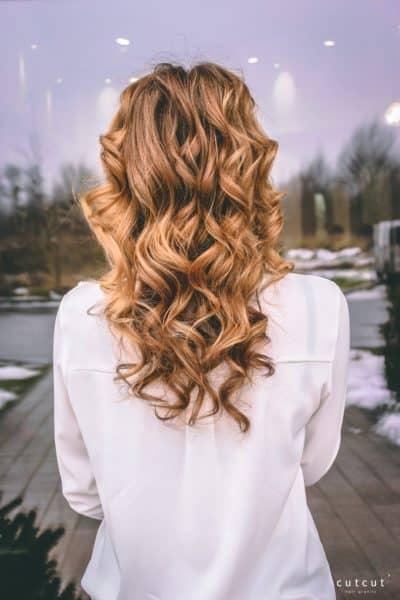 kobieca-fryzura-galeria-zdjec-przepiekne-fale-sredni-blond-najlepszy-fryzjer-poznan