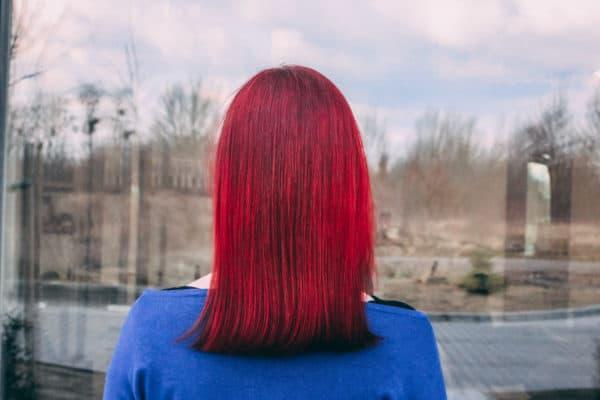 kobieca-fryzura-galeria-zdjec-sredniej-dlugosci-wlosy-czerwone-najlepszy-fryzjer-poznan