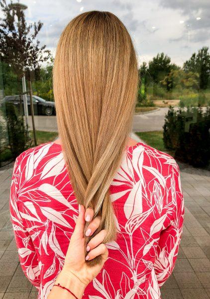 kobieca-fryzura-galeria-zdjec-blond-koloryzacja-panelowa-z-rozjasnieniem-najlepszy-fryzjer-poznan