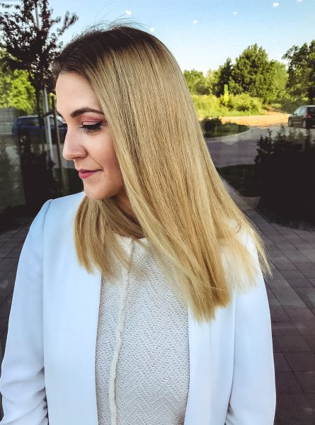 kobieca-fryzura-galeria-zdjec-blond-koloryzacja-z-naturalnym-odrostem-najlepszy-fryzjer-poznan