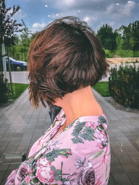 kobieca-fryzura-galeria-zdjec-krotka-brazowa-wielotonowa-koloryzacja-najlepszy-fryzjer-poznan