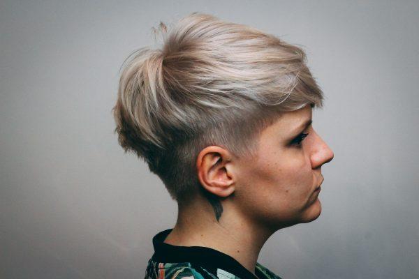 kobieca-fryzura-galeria-zdjec-krotkie-blond-wlosy-najlepszy-fryzjer-poznan