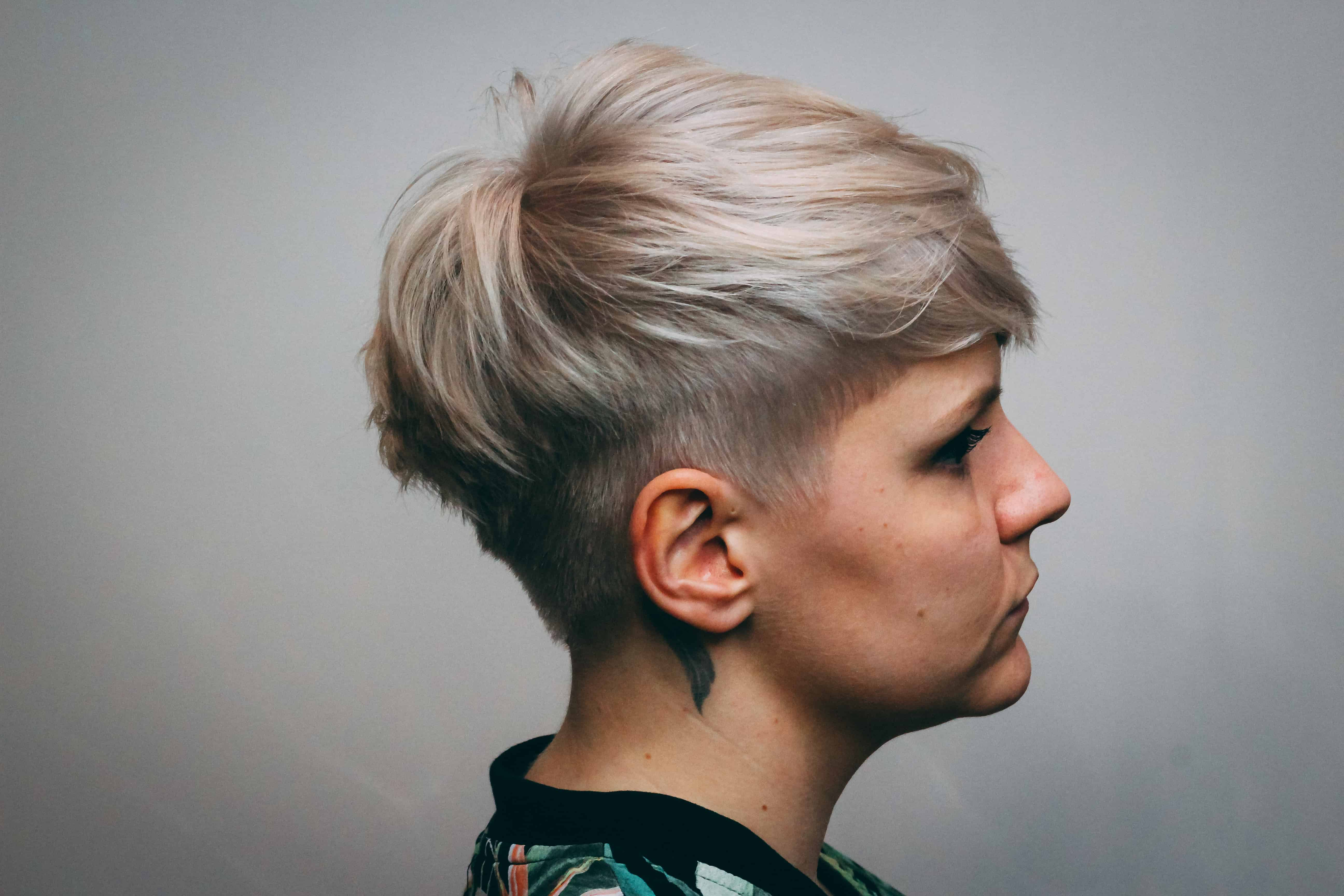 Krótkie Blond Włosy Cutcut Pracownia Fryzjerska Poznań
