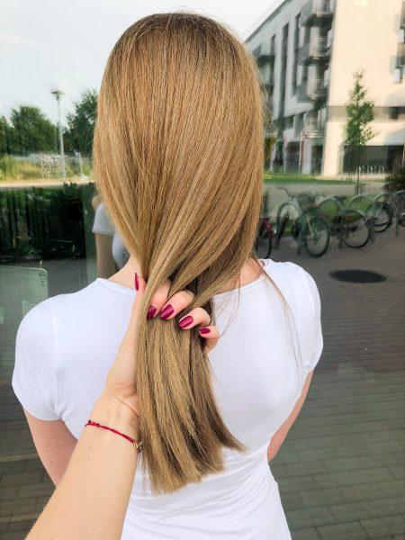 kobieca fryzura galeria zdjec przepiekny odcien blondu po dekoloryzacji
