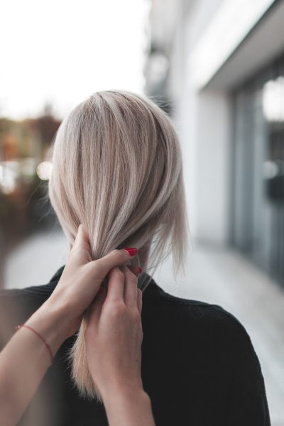 kobieca-fryzura-galeria-zdjec-cudowny-chlodny-odcien-blondu-najlepszy-fryzjer-poznan