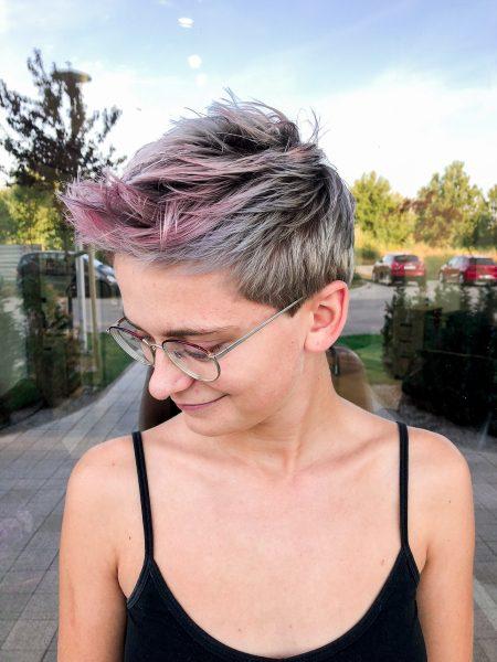 kobieca-fryzura-galeria-zdjec-mieszanka-szarosci-fioletu-i-rozu-najlepszy-fryzjer-poznan