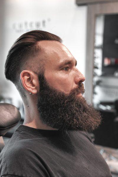 meska-fryzura-galeria-zdjec-klasyczny-meski-undercut-najlepszy-fryzjer-poznan