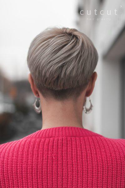kobieca-fryzura-galeria-zdjec-krotka-forma-strzyzenia-chlodny-blond-najlepszy-fryzjer-poznan