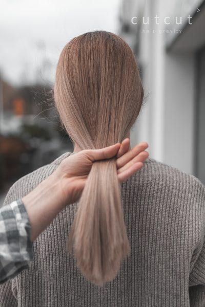 kobieca-fryzura-galeria-zdjec-zyczenie-klientki-wielotonowy-naturalny-blond-najlepszy-fryzjer-poznan