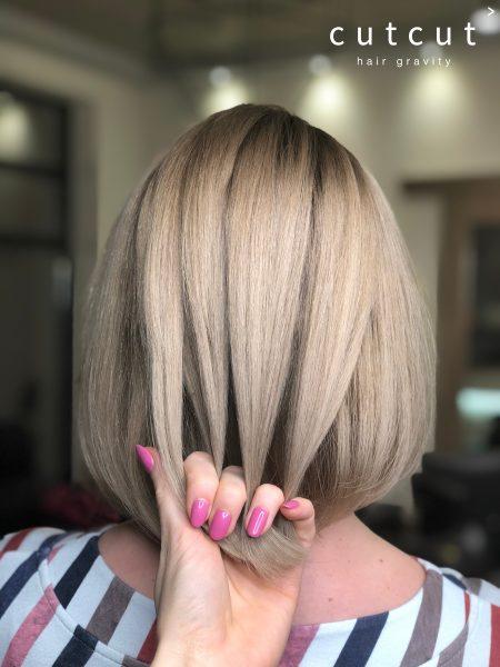 kobieca-fryzura-galeria-zdjec-blond-z-naturalnym-odrostem-najlepszy-fryzjer-poznan