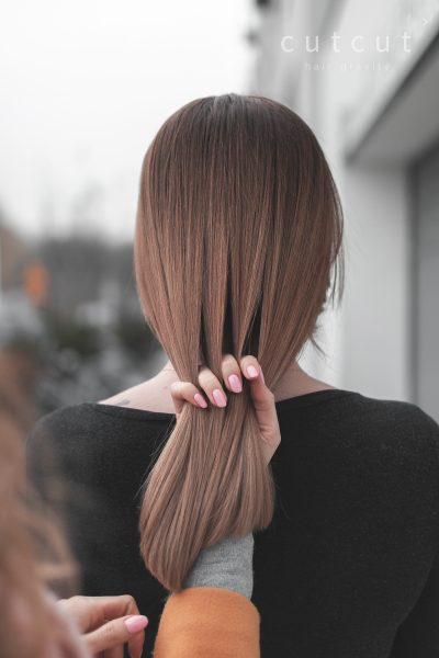 kobieca-fryzura-galeria-zdjec-koloryzacja-wielotonowa-odcien-brazu-i-blondu-najlepszy-fryzjer-poznan