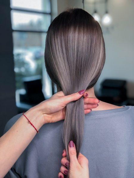 kobieca-fryzura-galeria-zdjec-metaliczna-glebia-z-popielatym-odcieniem-najlepszy-fryzjer-poznan