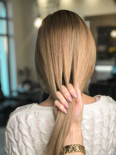 kobieca-fryzura-galeria-zdjec-piaskowy-odcien-blondu-najlepszy-fryzjer-poznan