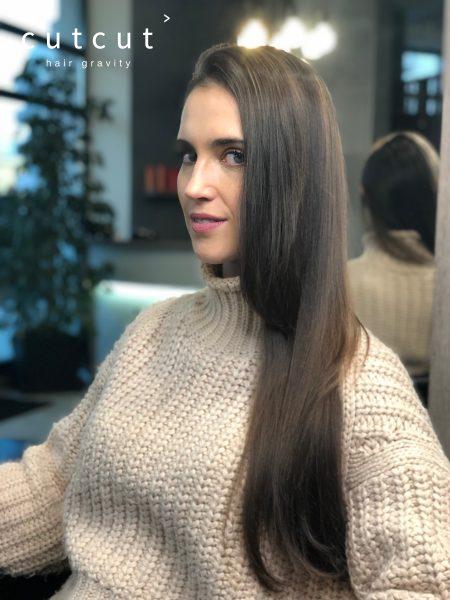kobieca-fryzura-glaeria-zdjec-delikatne-subtelne-refleksy-na-dlugosci-najlepszy-fryzjer-poznan