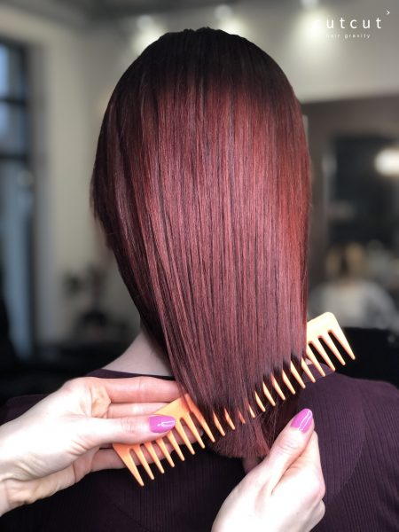 kobieca-fryzura-galeria-zdjec-barwy-czerwonego-wina-ze-szczypta-fioletu-najlepszy-fryzjer-poznan
