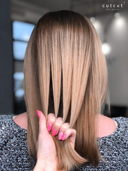 kobieca-fryzura-galeria-zdjec-odcien-blondu-w-cieplej-tonacji-najlepszy-fryzjer-poznan