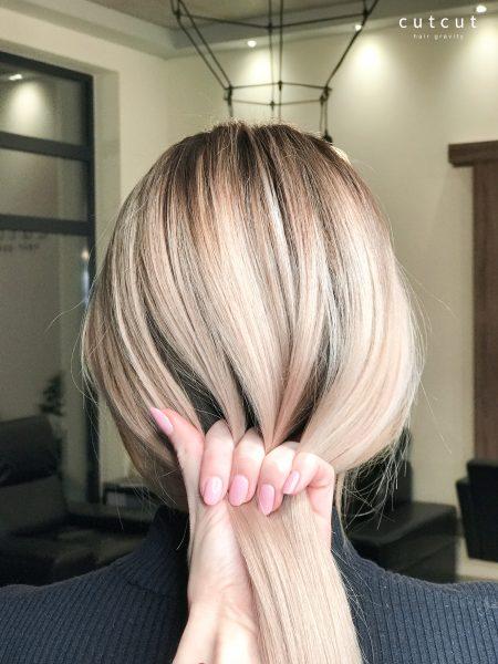 kobieca-fryzura-galeria-zdjec-refleksy-z-naturalnym-odrostem-najlepszy-fryzjer-poznan