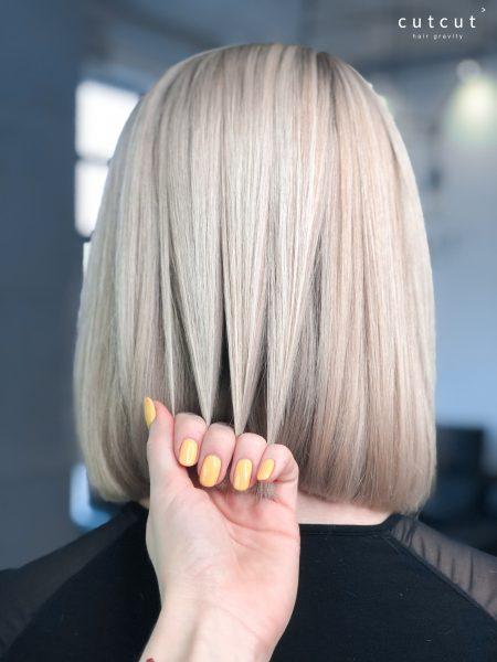 kobieca-fryzura-galeria-zdjec-subtelny-odcien-blondu-polaczony-z-idealnie-dobranym-strzyzeniem-najlepszy-fryzjer-poznan