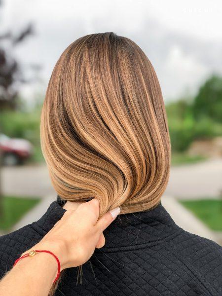 kobieca-fryzura-galeria-zdjec-naturalnie-chlodne-refleksy-najlepszy-fryzjer-poznan