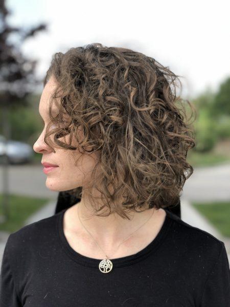 kobieca-fryzura-galeria-zdjec-przepiekne-krecone-wlosy-najlepszy-fryzjer-poznan