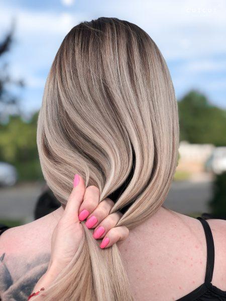 kobieca-fryzura-galeria-zdjec-koloryzacja-wielotonowa-w-chlodnych-odcieniach-najlepszy-fryzjer-poznan