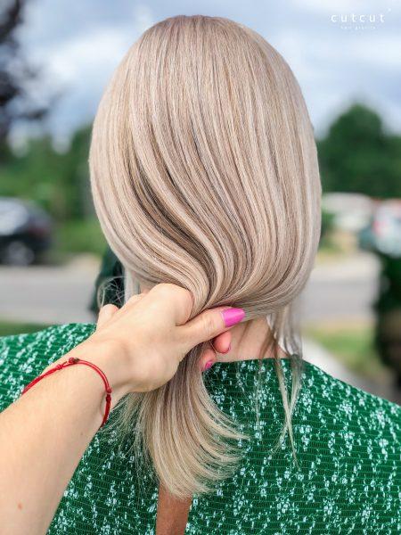 kobieca-fryzura-galeria-zdjec-blond-polaczony-z-herbacianymi-odcieniami-bezu-najlepszy-fryzjer-poznan