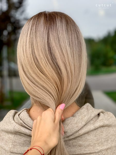 kobieca-fryzura-galeria-zdjec-koloryzacja-w-chlodnych-odcieniach-bezu-najlepszy-fryzjer-poznan