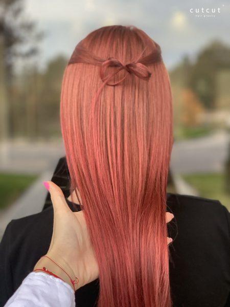 kobieca-fryzura-galeria-zdjec-koloryzacja-wielotonowa-w-przeplatajacych-sie-odcieniach-rozu-brzoskwini-i-fioletu-najlepszy-fryzjer-poznan