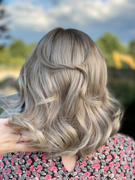 kobieca-fryzura-galeria-zdjec-fale-w-wykonaniu-agnieszki-najlepszy-fryzjer-poznan